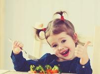 De ce nu este bine sa fortezi copilul sa manance? La ce pericole il expui