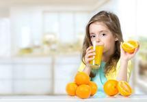 Chiar poate vitamina C sa-ti protejeze copilul de raceli? Da, dar...