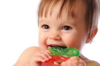 Solutii inovatoare pentru bebe cand ii ies dintisorii