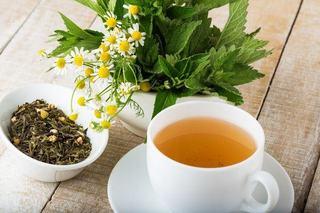 Stimularea lactatiei: ceaiuri sigure si plante interzise