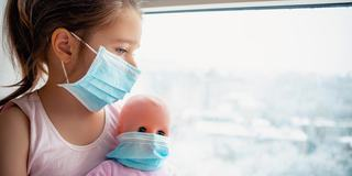 O fetita de 12 ani din Oradea, infectata cu COVID-19, a cerut sa fie internata pentru a-si proteja mama