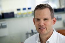 "Celebru virusolog german: ""Nu am gasit virusi vii pe manere, toalete sau clante"""
