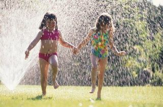 Jocuri de vara cu apa si gheata pentru copii