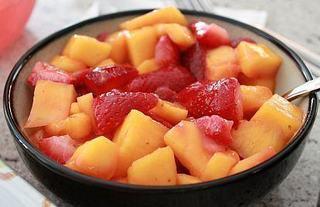 Salata cu capsuni si mango