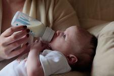 Cum sa previi alergiile alimentare la bebelus