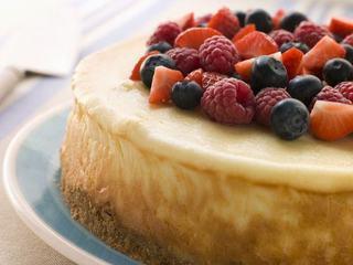 Tort cu mousse alb si fructe