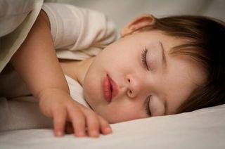 Cauze ascunse ale trezirilor bebelusilor pe timpul noptii