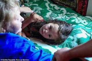 Fetita care a supravietuit 11 zile in pustietate, in Siberia, a castigat un concurs de frumusete