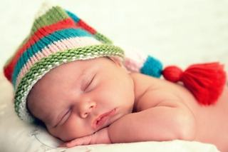 Cum sa adormi bebelusul: strategii eficiente pentru un somn cat mai lung pe timpul noptii