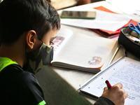 Scandal pe mentinerea scolilor deschise dupa explozia incidentei Covid-19. Se cere testare sau scoala online