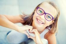Sapte sfaturi pentru copiii care poarta aparat ortodontic