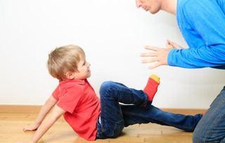 Copilul te loveste? Metode blande de a-i face fata