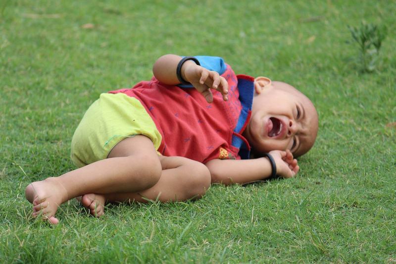Ce sa NU faci cand copilul are un acces de furie. 10 lucruri care fac mai mult rau decat bine