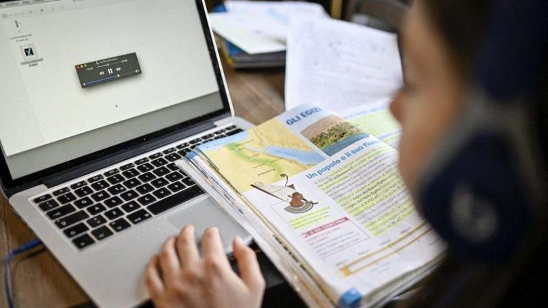 Elevii reincep cursurile ONLINE. Scolile se redeschid din februarie, posibil cu ore si sambata