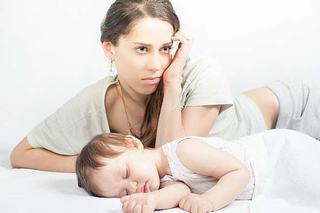 Depresia postpartum: cauze, simptome, tratament