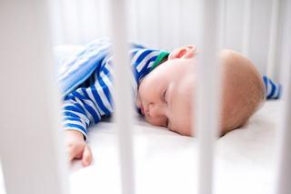 Somnul pe burtica la bebelusi, de la ce varsta?