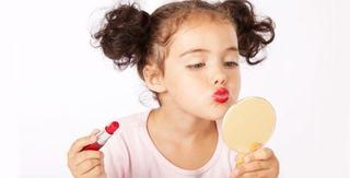 Hipersexualizarea copilariei: De ce se grabesc copiii sa creasca