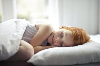 La ce ora ar trebui sa se culce copiii pentru a se putea trezi la timp cand merg la scoala
