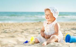 De ce sa eviti cremele de protectie solara inainte de varsta de 6 luni