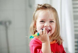 10 motive pentru care este recomandat controlul stomatologic periodic la copil