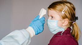 Noua tulpina a coronavirusului s-ar transmite mai usor si la copii