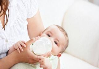 Suplimentul de lapte la bebelusi