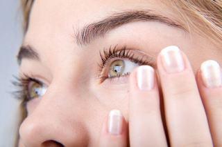 De ce ti se zbate ochiul? 7 cauze medicale frecvente