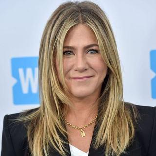 Jennifer Aniston este convinsa ca poate avea copil si la 49 de ani