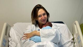 """Adela Popescu, prima imagine cu cel de-al treilea bebelus: """"Am plans si cu el in brate"""""""