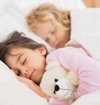 Ghidul siestelor la copii. Cand si cat este bine sa doarma cel mic, in functie de varsta