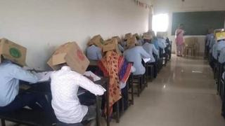 Elevi cu cutii pe cap ca sa nu copieze la examen