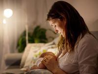 Alaptarea nocturna are numeroase beneficii pentru sanatatea bebelusului. Nu renunta la ea!