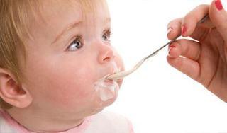 Cand introducem iaurtul in alimentatia copilului