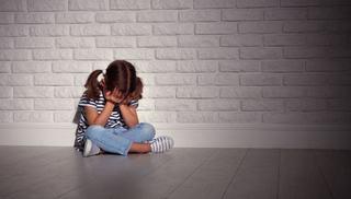 Fetita de 4 ani, umilita de educatoare. A fost data afara de la serbare