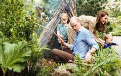 Fotografii de familie adorabile cu Ducii de Cambridge si cei trei copii ai lor