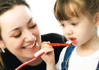 Cum sa determini copilul sa isi perieze in mod corect dintii