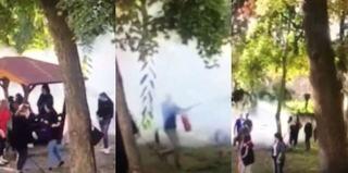 VIDEO: Director de liceu filmat cand alunga cu extinctorul elevii care fumau in curtea scolii