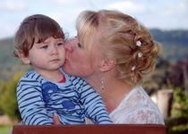 Afectiunea impusa copiilor cu forta. De ce este gresit sa il obligi pe cel mic sa dea pupici