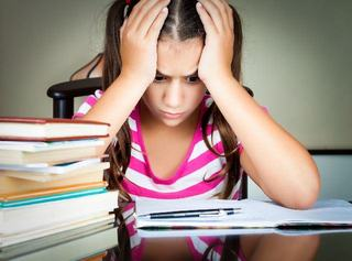 Manuale scolare, iar durerea-i mare!