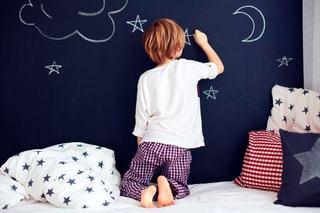 Vopseaua cu efect de tabla de scris, stimulent pentru creativitatea copilului