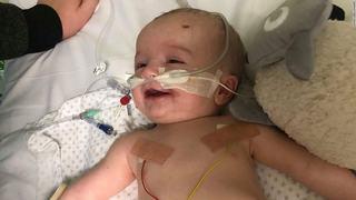 """Poveste tulburatoare: un bebelus s-a trezit din coma si i-a zambit tatalui sau. """"Este un miracol"""""""