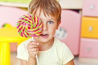 Cum sa-l determini pe cel mic sa manance mai putin zahar. 3 idei de deserturi sanatoase