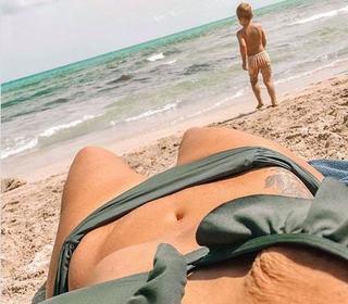 "La plaja dupa sarcina: ""M-am intins la plaja, am vazut urmele lasate de vergeturi si pielea ridata. Dar apoi"""