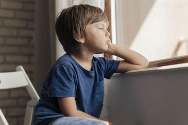3 cauze majore care ii fac pe copii nefericiti, desi parintii considera ca le ofera totul