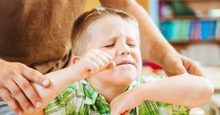 5 comportamente ale copiilor pe care parintii trebuie sa le corecteze imediat