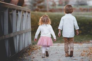 Cum sa imbraci copilul potrivit varstei sale