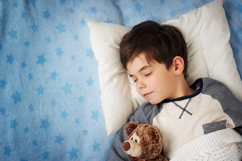Copilul vorbeste in somn? Ce este aceasta tulburare si cum poate afecta copiii?
