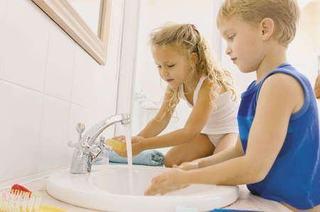 Sapunul antibacterian pentru copii. Pro si contra