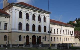 Masuri socante: trei scoli din Brasov dau afara elevii care au medii sub 8