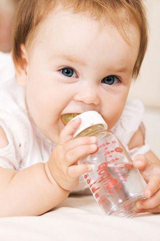Cum il hidratam corect pe bebe?